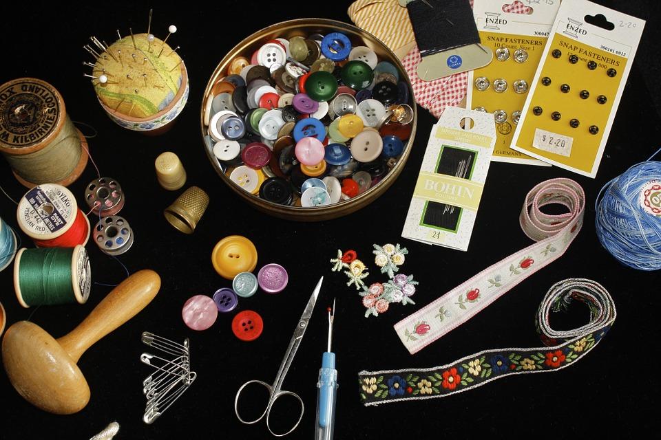 Torna il laboratorio di cucito dell'Auser di Bologna