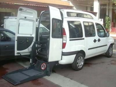 Una coppia di cittadini dona un nuovo automezzo all'Auser di Monteveglio