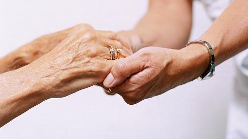 Incontro giovani e anziani: a Imola un'iniziativa di confronto e scambio tra generazioni