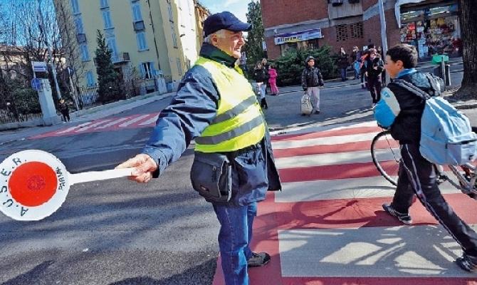 Vigilanza scolastica, trasporto sociale, verde pubblico, Filo d'Argento: i numeri di due Comuni nella provincia di Parma