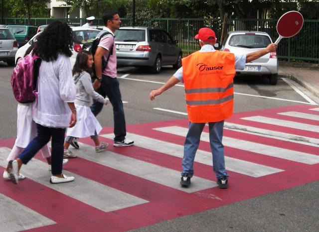 """Auser Parma cerca nuovi volontari """"nonni vigili"""" per le scuole della città"""