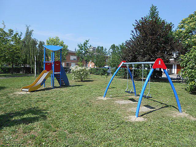 Novellara: il Centro del Riuso Auser, dona due giochi per il Parco Olimpia