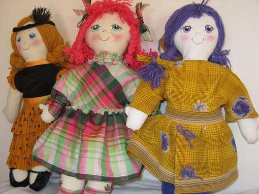 Bambole a scuola per aiutare i bambini più bisognosi. Diritti al futuro entra nel vivo anche a Cesena