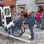 Auser Imola: presentato il nuovo automezzo attrezzato per accogliere persone con disabilità motoria