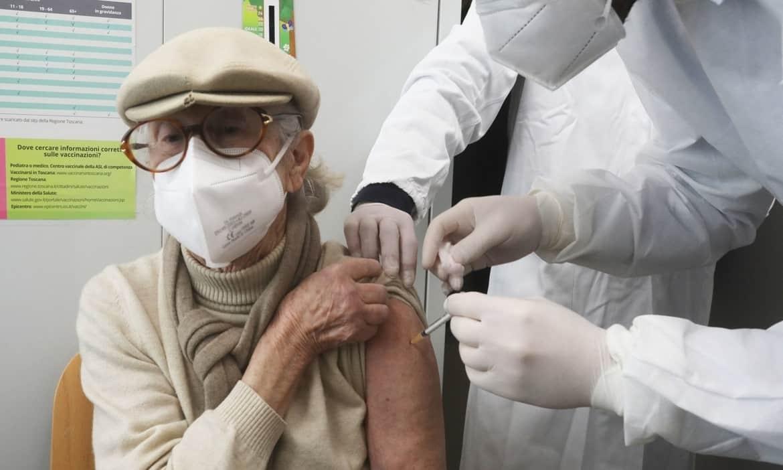 Vaccinazioni over 80: Volontari Auser in campo in tutta Italia per aiutare nelle prenotazioni e nel trasporto