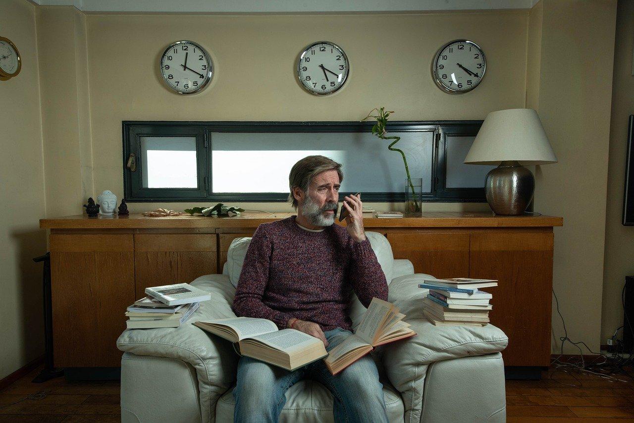 A Cavriago (RE), lettori volontari prestano la loro voce per contrastare la solitudine degli anziani